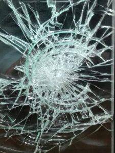 防犯ガラスの割れ方